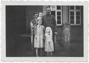 Johann Meiners und Anna geb. Hoting mit ihren Kindern Elfriede, Herta und Walter